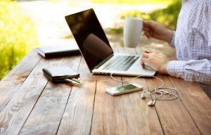 laptop-and-cup-thinkstockphotos-480004402